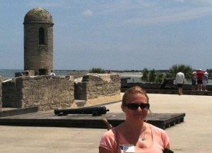 Climb to the fort's roof to check out the cannons and watchtowers.